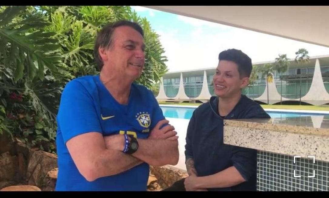 """Eller e """"papito"""" Jair Bolsonaro no Palácio do Alvorada Foto: Reprodução"""