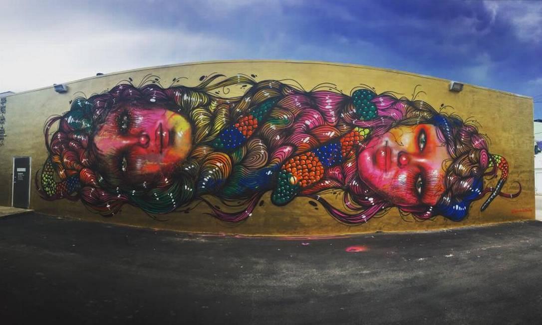 Mural antigo de Panmela em Miami: imagem retratava duas cabeças de mulheres interligadas pelo cabelo. Simbolizava, segundo a artista, a noção de sororidade Foto: Arquivo pessoal / Panmela Castro