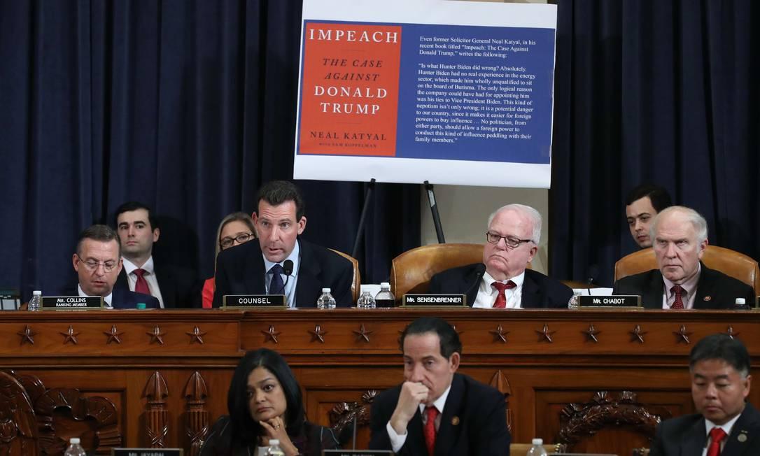 Integrantes da Comissão de Justiça da Câmara abrem os trabalhos dentro do processo de impeachment contra Donald Trump. Expectativa é de uma decisão sobre o envio das acusações ao plenário até o fim do mês Foto: Drew Angerer / AFP