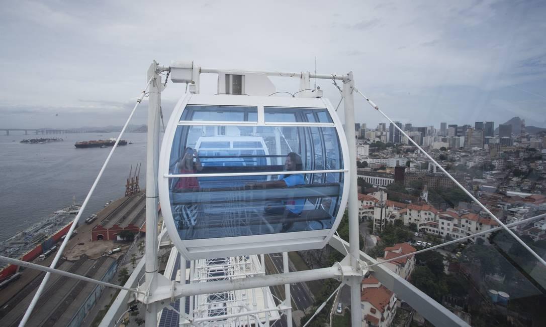 Vista do Rio do ponto mais alto da Rio Star, a roda-gigante da Zona Portuária, que será inaugurada nesta sexta-feira (6) Foto: Márcia Foletto / Agência O Globo