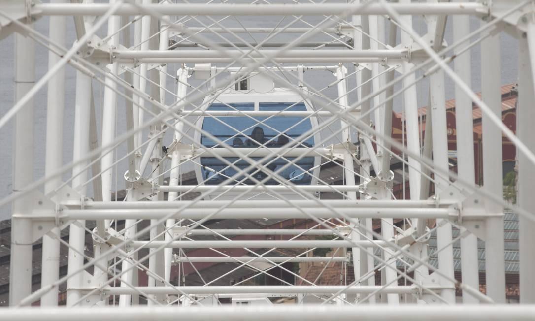 A roda-gigante possui 600 toneladas de aço — seis delas só de parafusos —, que vieram da China em três viagens durante seis meses Foto: Márcia Foletto / Agência O Globo