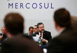 O chanceler Ernesto Araújo discursa no encontro do Conselho de Mercado Comum, durante a cúpula do Mercosul, em Bento Gonçalves, Rio Grande do Sul Foto: DIEGO VARA / REUTERS
