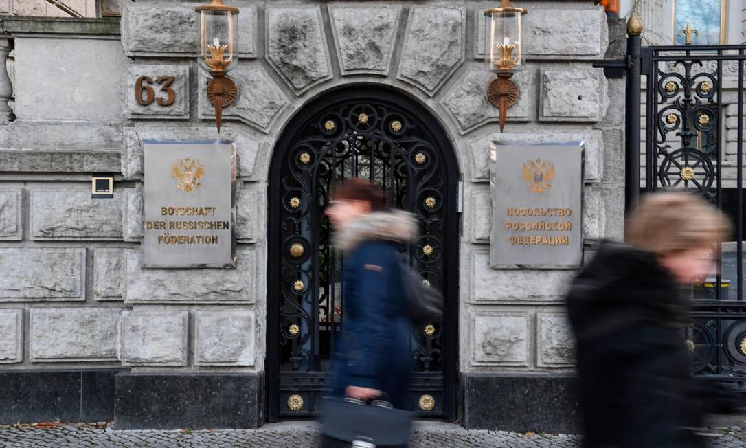 Entrada da embaixada da Rússia em Berlim Foto: JOHN MACDOUGALL / AFP