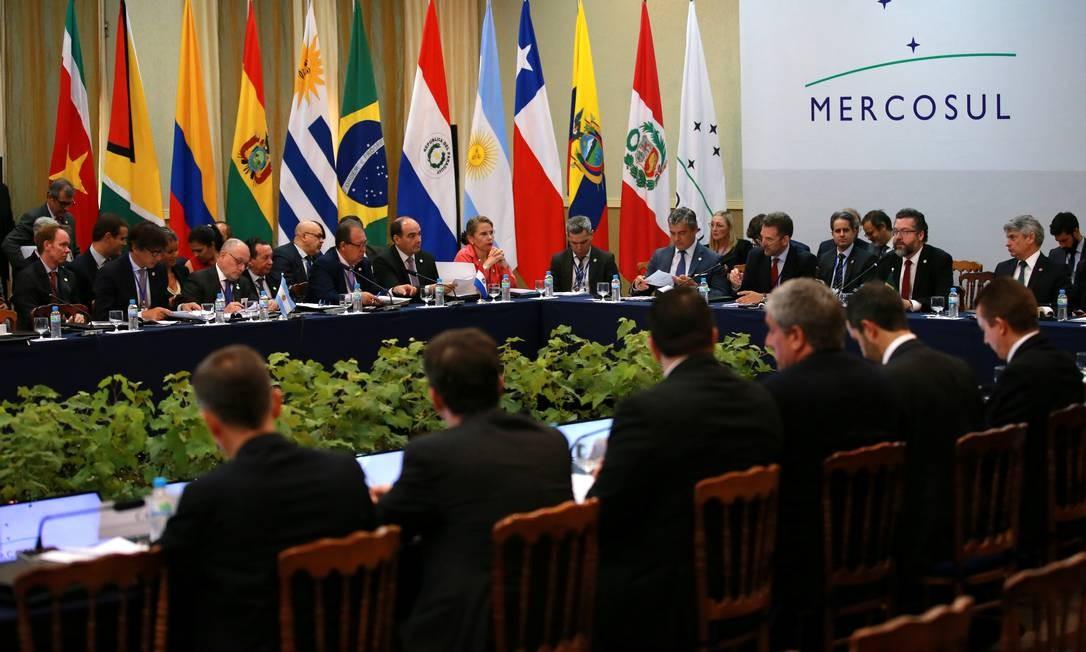 Ministro das Relações Exteriores do Brasil, Ernesto Araújo, discursa durante cúpula de ministros e chefes de Estado do Mercosul, em Bento Gonçalves Foto: DIEGO VARA / REUTERS