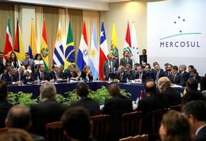 Reunião de líderes do Mercosul deixou claras diferenças sobre as crises políticas na região, especialmente na Bolívia Foto: DIEGO VARA / REUTERS