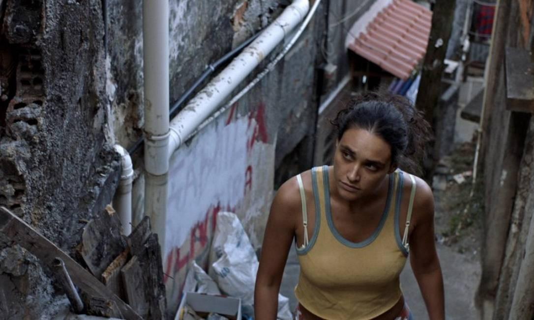 Débora Nascimento em cena de 'Pacificado' Foto: Divulgação