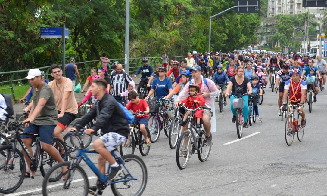Primeira edição da pedalada do Vai de Bike Freguesia reuniu 200 ciclistas no bairro, em outubro Foto: Vai de Bike Freguesia / Divulgação