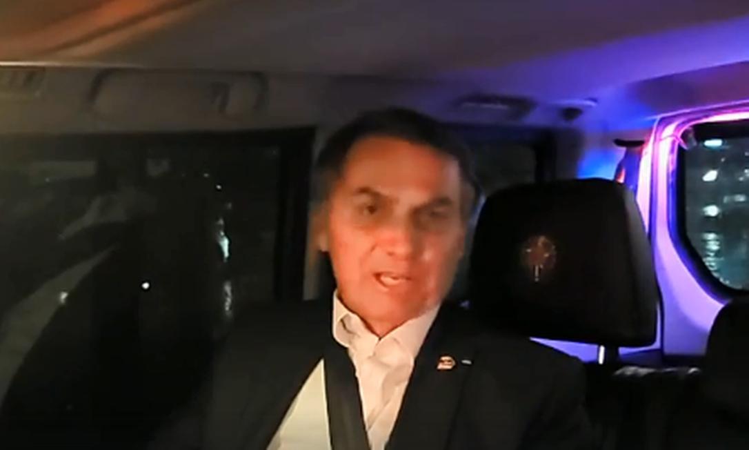 Bolsonaro na 'live' dentro do carro: acordo Mercosul-UE nos planos. Foto: Reprodução
