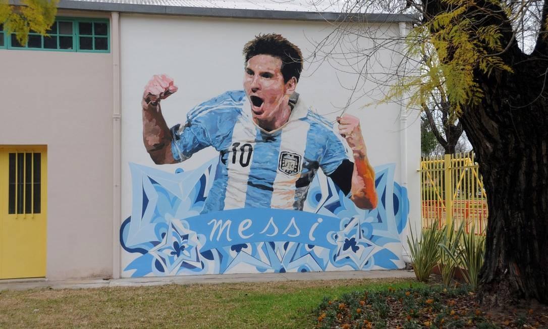 Mural com a imagem de Messi na sua antiga escola, no bairro de General Las Heras, em Rosário Foto: Rosario Turismo / Reprodução