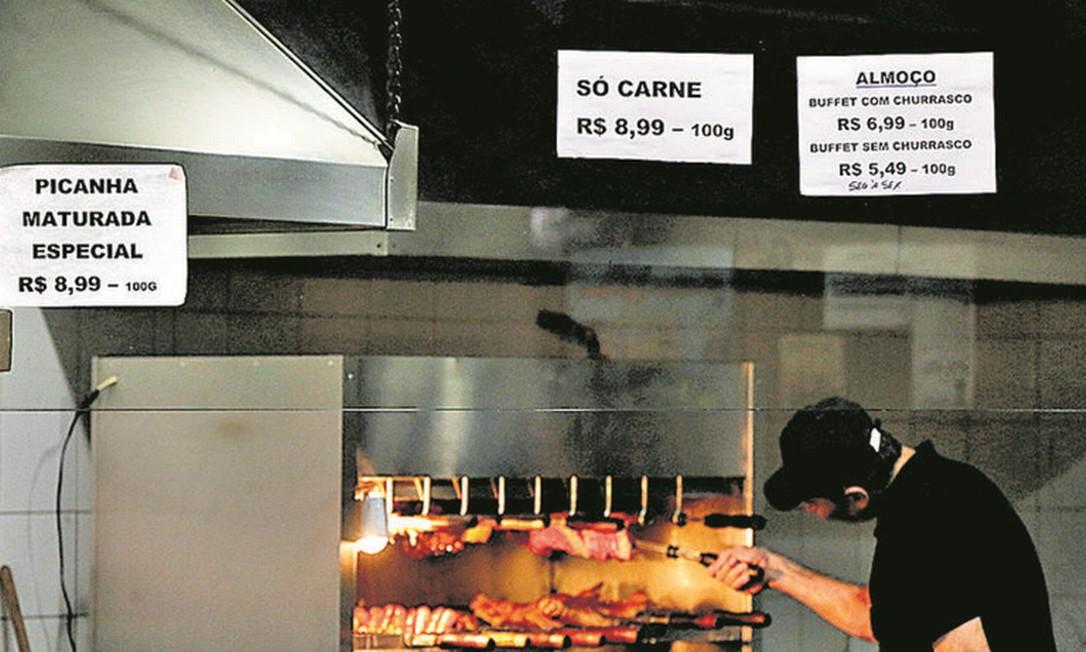 Na Churrascaria Gaúcha, em Laranjeiras, preços diferentes para refeições com ou sem carne Foto: Custodio Coimbria / Agência O Globo