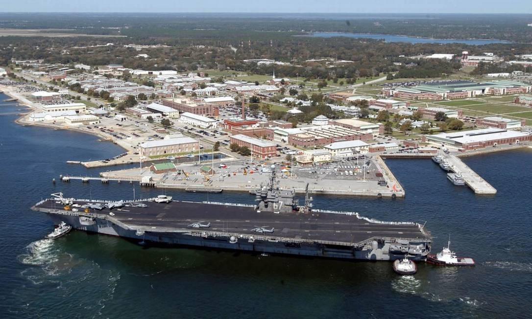 Foto aérea da Base Naval de Pensacola, na Flórida Foto: PATRICK NICHOLS / AFP