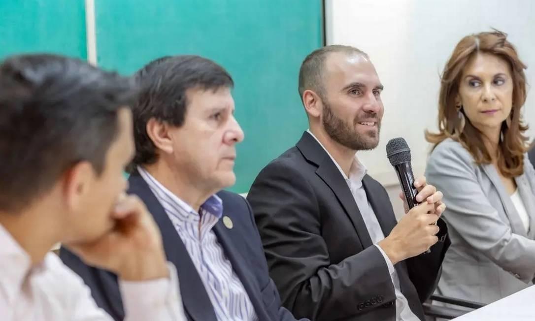 Martin Guzmán (com o microfone): novo ministro da Economia argentino Foto: @Martin_M_Guzman