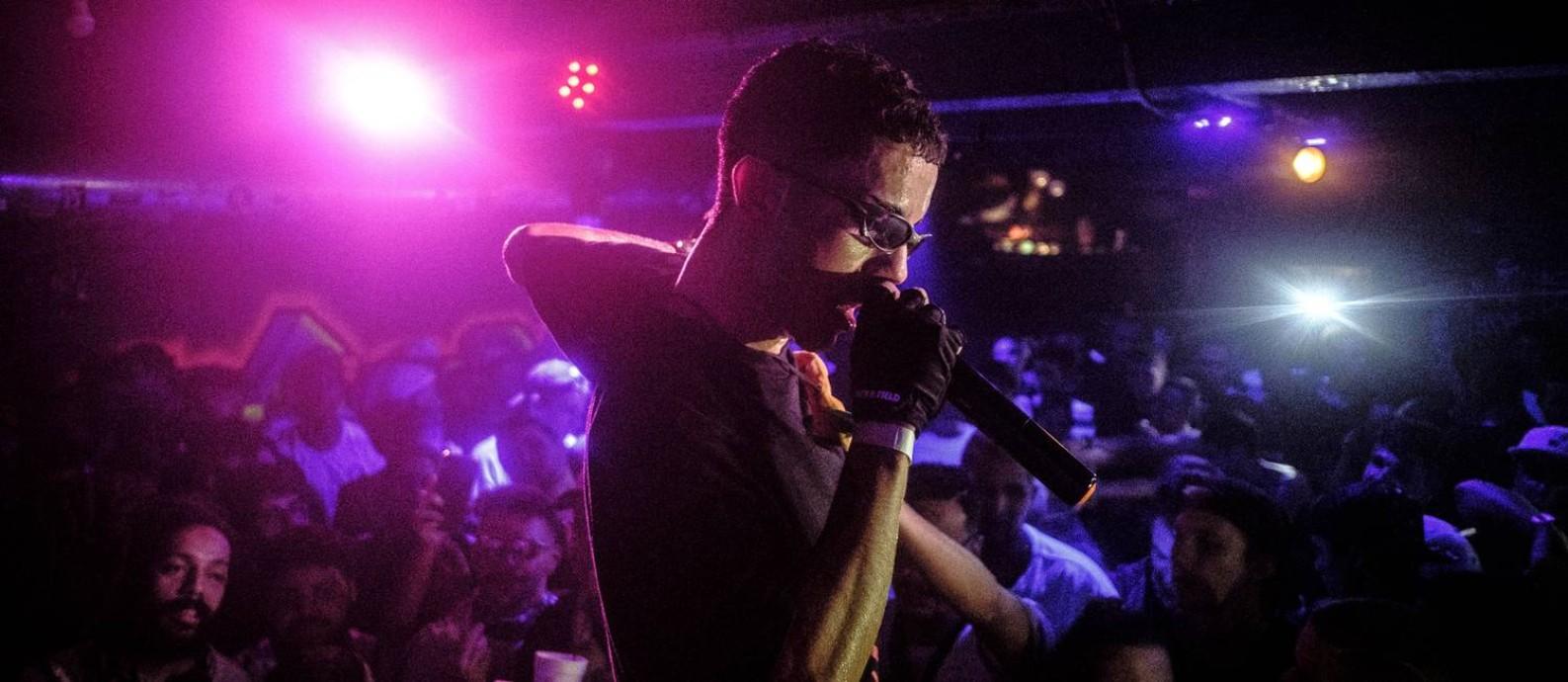 """O rapper Sidoka em cena do documentário """"Música pelo Brasil: Trap"""", de Felipe Larozza Foto: Felipe Larozza / Divulgação"""