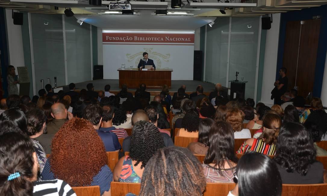Rafael Nogueira faz discurso na BN Foto: Divulgação