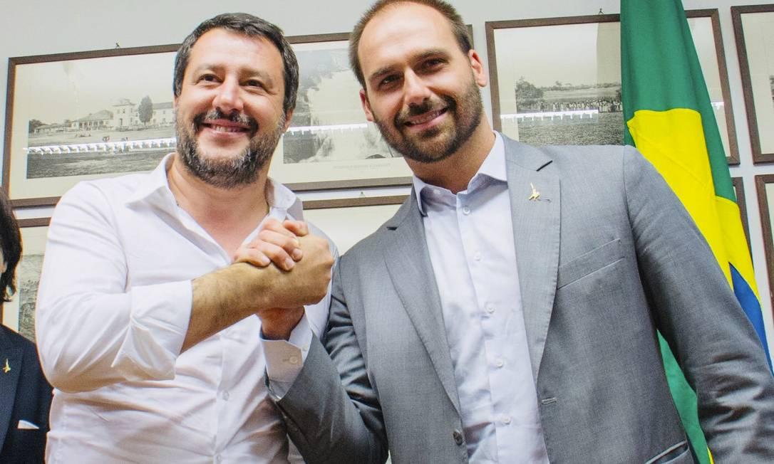 Eduardo Bolsonaro ao lado do líder da extrema direita italiana Matteo Salvini. Filho de Jair Bolsonaro realiza encontros frequentes com nomes do conservadorismo mundial Foto: Agência O Globo