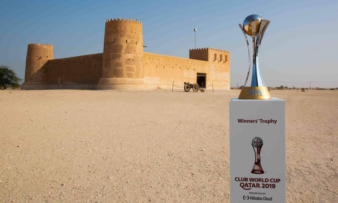 Troféu do Mundial de Clubes em ponto turístico do Qatar Foto: Divulgação / Divulgação