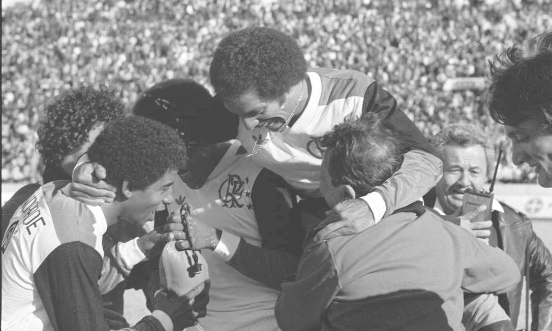 Jogadores do Flamengo comemoram título mundial sobre o Liverpool Foto: Sebastião Marinho