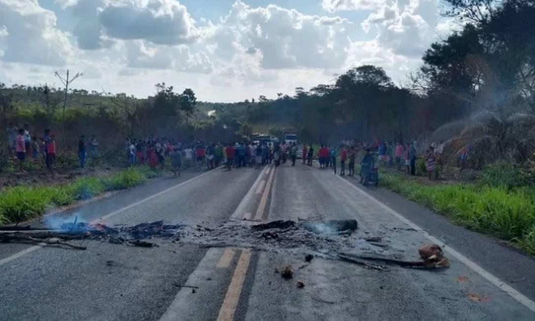 Após atentado, índios fizeram protesto e bloquearam a BR-226 no Maranhão Foto: Josoaldo de Oliveira / Divulgação