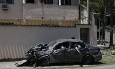 O carro no qual viajavam oito jovens: uma sobrevivente contou que o grupo estava alcoolizado e que pediu ao motorista para frear pouco antes da colisão em um muro na saída 2 da Linha Amarela, no Engenho de Dentro Foto: Custódio Coimbra / Agência O Globo