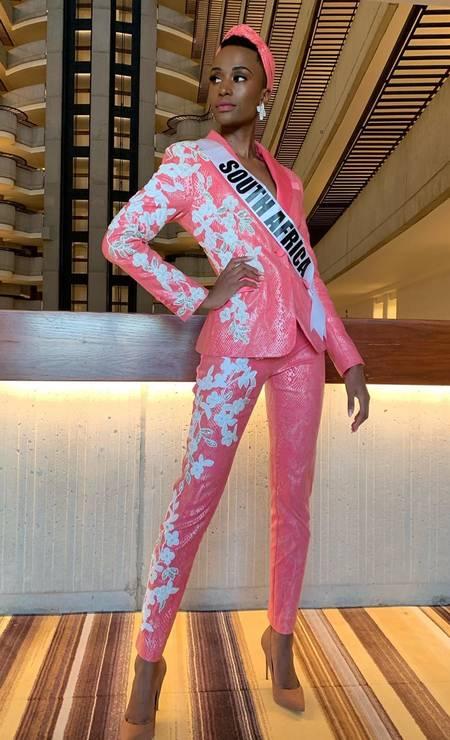 Um dos looks usados durante o confinamento pré-concurso, quando as candidatas são avaliadas Foto: Reprodução/Instagram