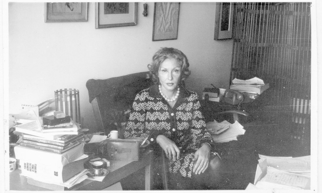 A escritora Clarice Lispector em seu escritório Foto: Divulgação