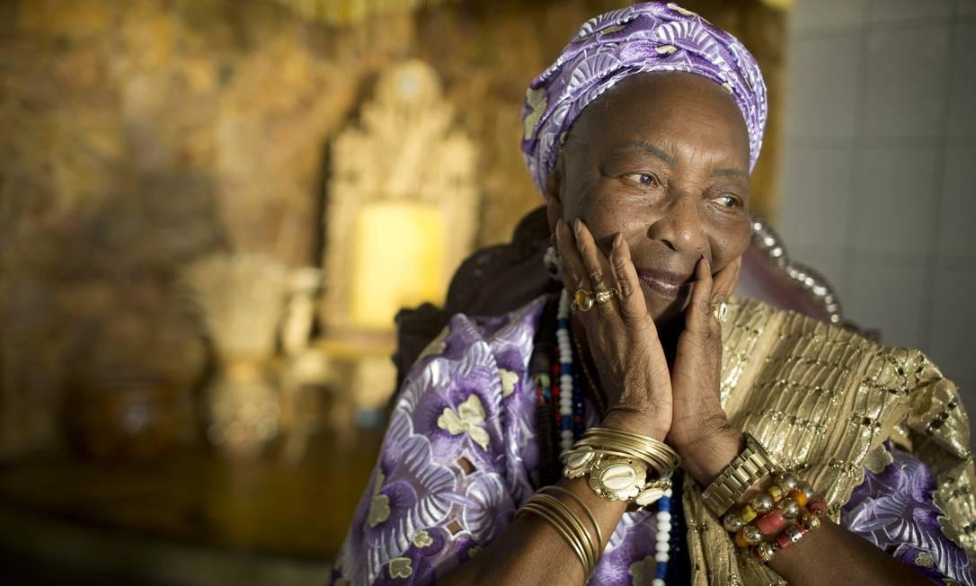 A ialorixá Mãe Meninazinha de Oxum, 82 anos, cresceu ouvindo da avó materna histórias de invasões a terreiros de candomblé Foto: Márcia Foletto / Agência O Globo
