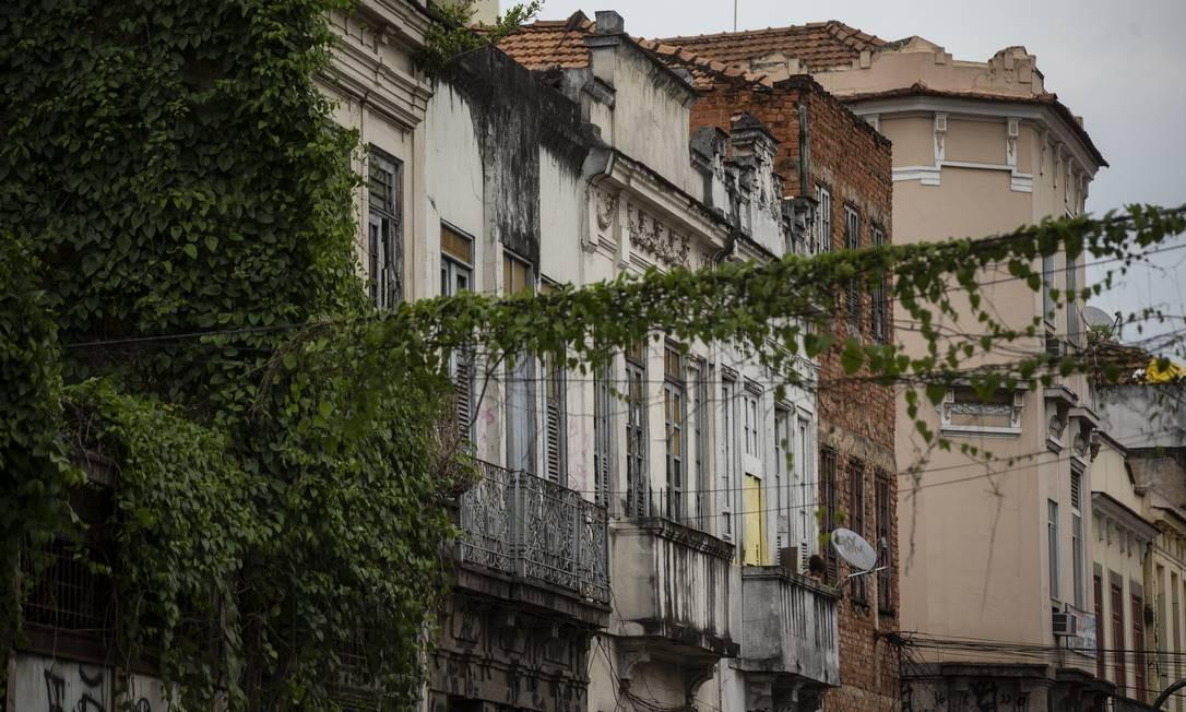 Fachadas de prédios do fim do século XIX e do início do século XX ainda conservam as marcas da época Foto: Alexandre Cassiano / Agência O Globo
