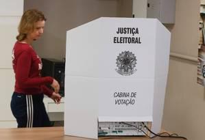 Eleitora vota em São Paulo 07/10/2018 Foto: Marcos Alves / Agência O Globo