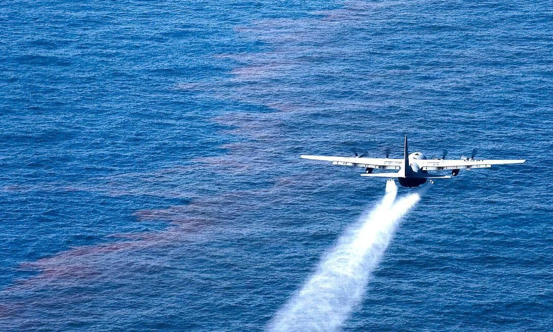 Avião Hercules C-13 da Força Aérea Americana, similar ao modelo chileno que desapareceu na segunda-feira, voando no Golfo do México Foto: Força Aérea dos Estados Unidos