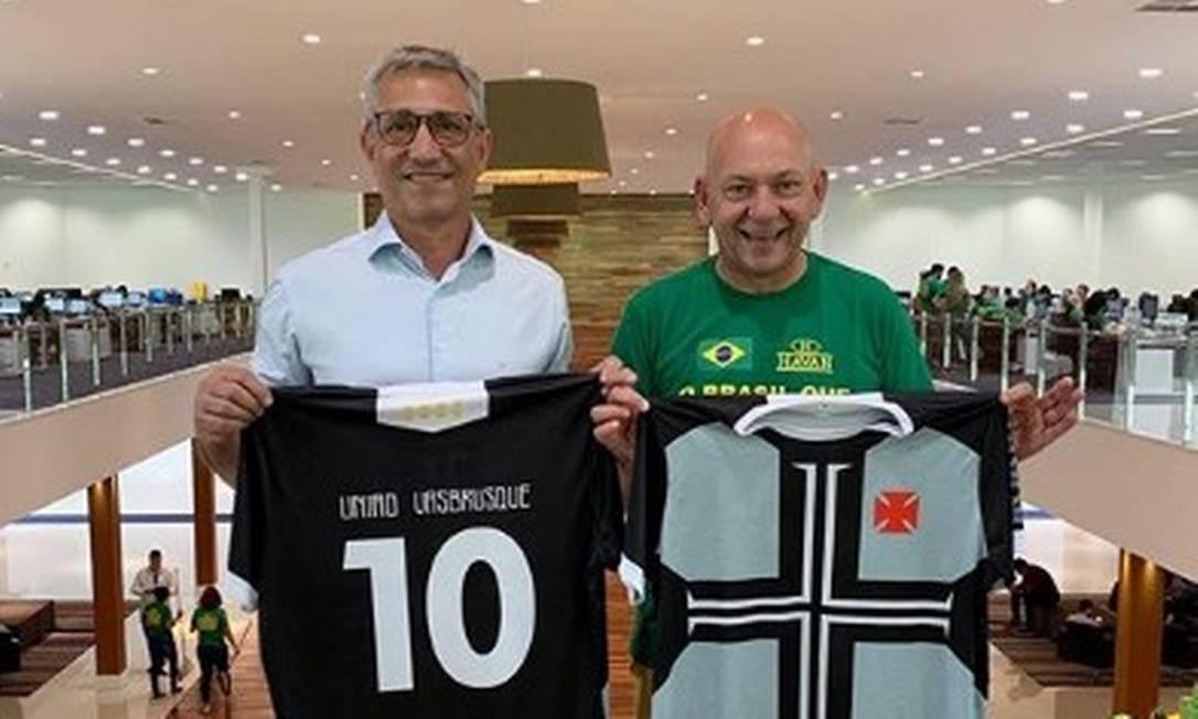 Presidente do Vasco, Alexandre Campello (à esq), negocia com Luciano Hang, dono da Havan Foto: Reprodução