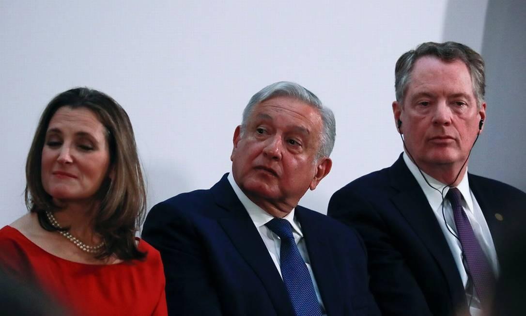 A vice-premier canadense Chrystia Freeland, o presidente do México, Lopez Obrador, e o representante de Comércio dos EUA, Robert Lighthizer: acordo. Foto: CARLOS JASSO / REUTERS