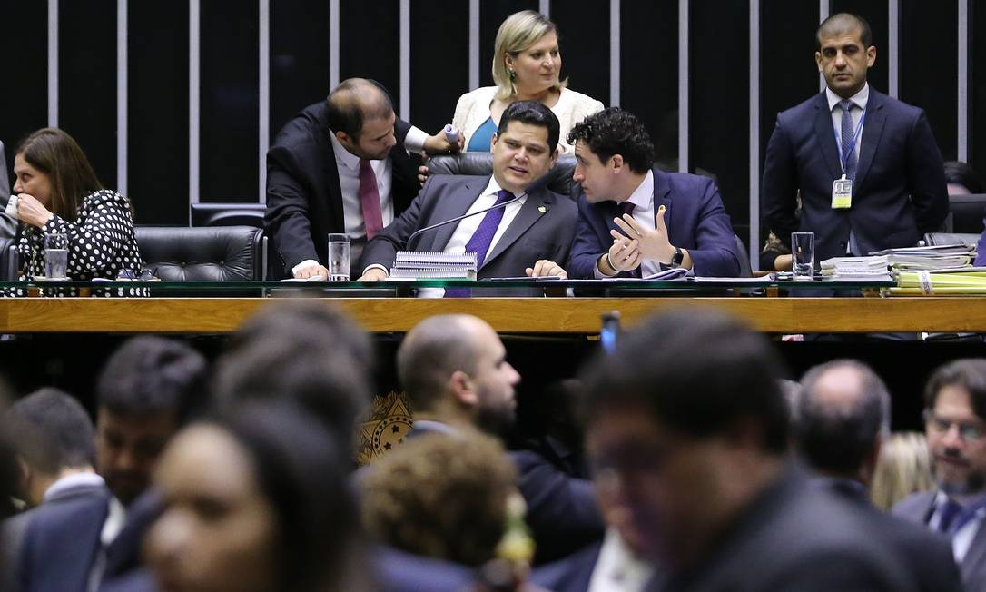 Congresso em sessão para análise de vetos. Na foto, o presidente do Senado, Davi Alcolumbre Foto: Jorge William / Agência O Globo