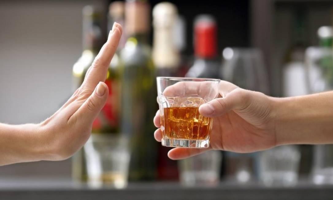 O comportamento compulsivo de consumo de álcool pode ser previsto pelo modo de funcionamento de certos neurônios do córtex cerebral. O difícil é parar de beber. Foto: Reprodução