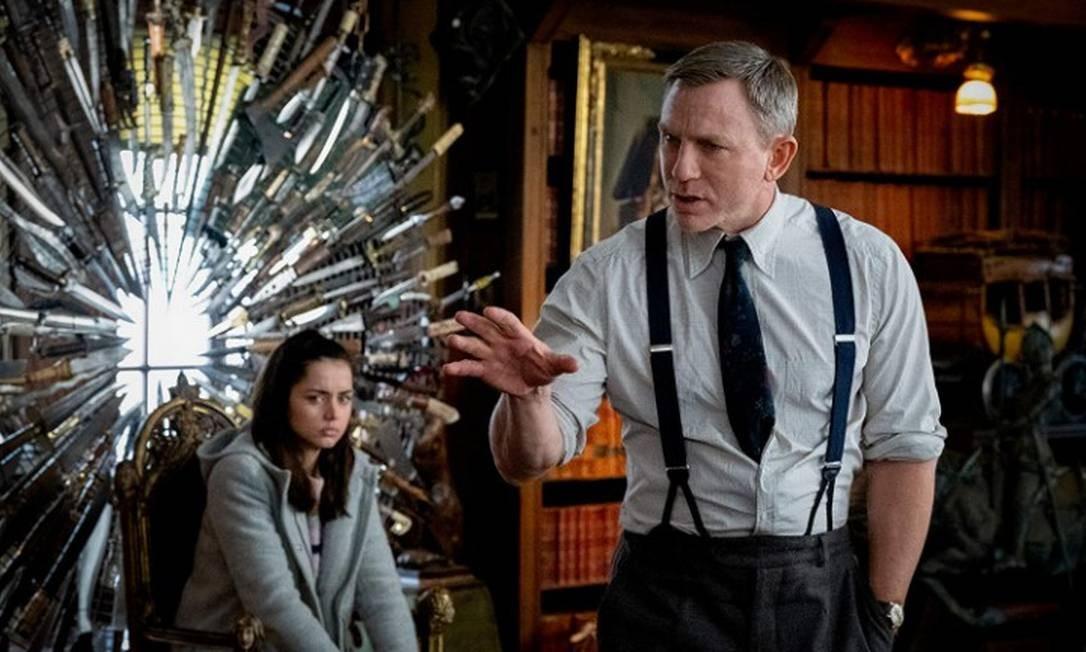 """RS - Ana de Armas e Daniel Craig em cena do filme """"Entre facas e segredos"""" Foto: Divulgação"""