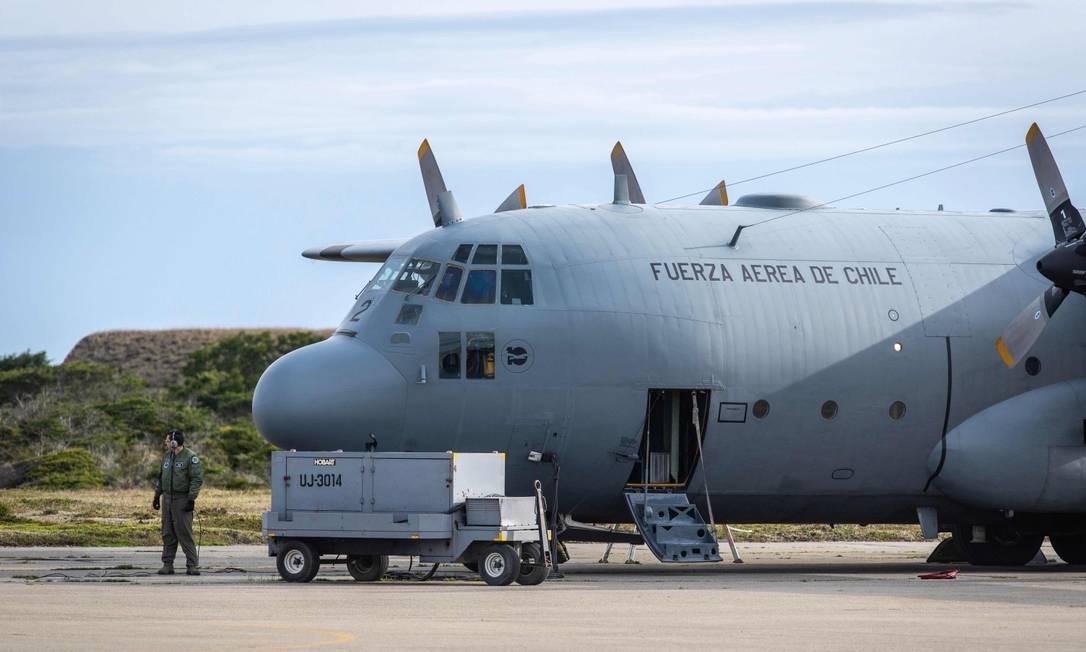 Avião Hercules C-13 da Força Aérea do Chile, similar ao modelo chileno que desapareceu na segunda-feira a caminho da Antártica Foto: JOEL ESTAY / AFP