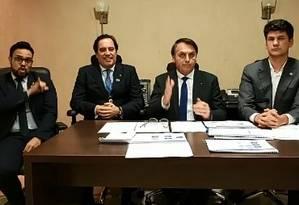 Bolsonaro participa de transmissão ao vivo na internet 12/12/2019 Foto: Reprodução