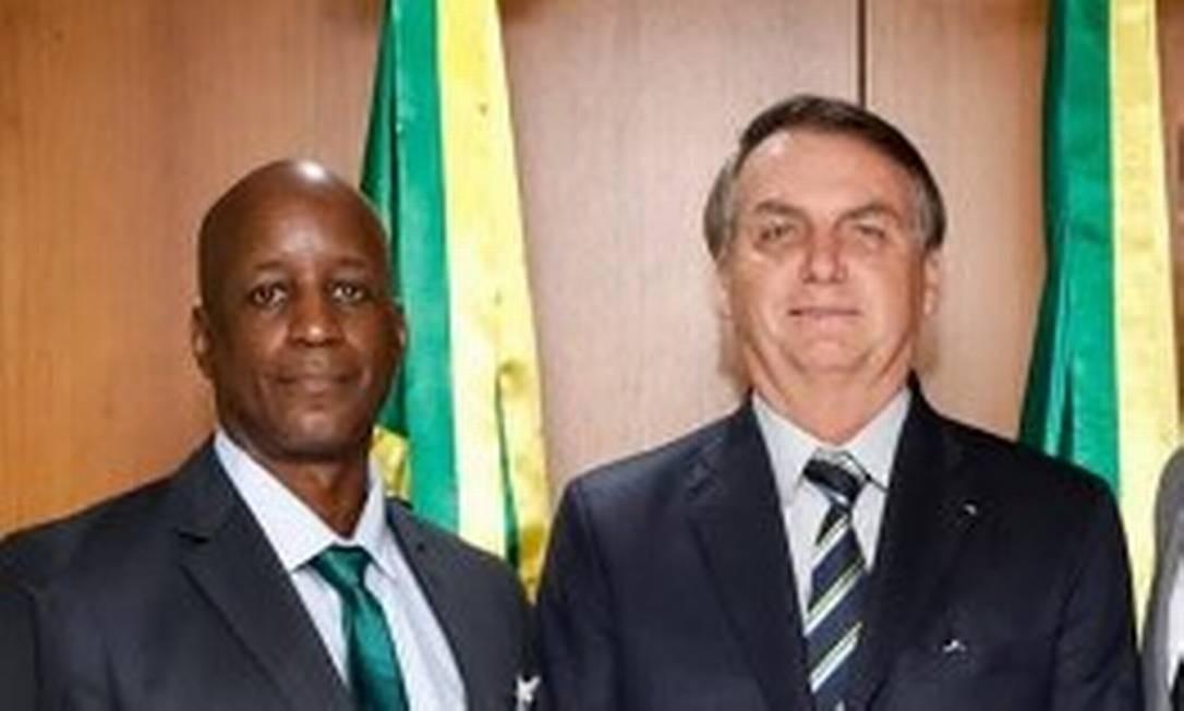 Sérgio Camargo, presidente suspenso da Fundação Palmares,ao lado do presidente Jair Bolsonaro Foto: Reprodução