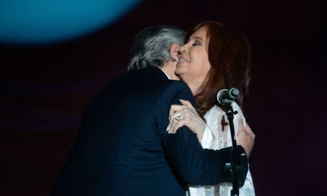 Alberto Fernandez e Cristina Kirchner durante a cerimônia de posse da presidência da Argentina, em Buenos Aires Foto: NurPhoto / NurPhoto via Getty Images