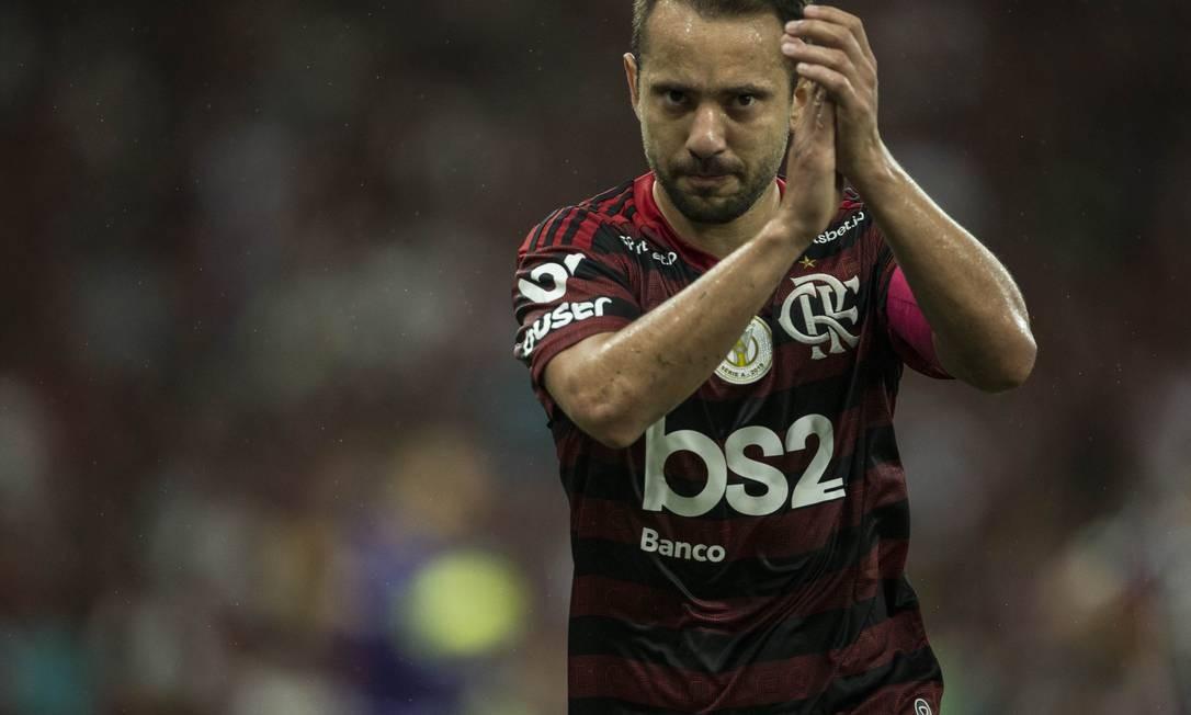 Everton Ribeiro durante Fla x Flu em outubro Foto: Guito Moreto / Agência O Globo