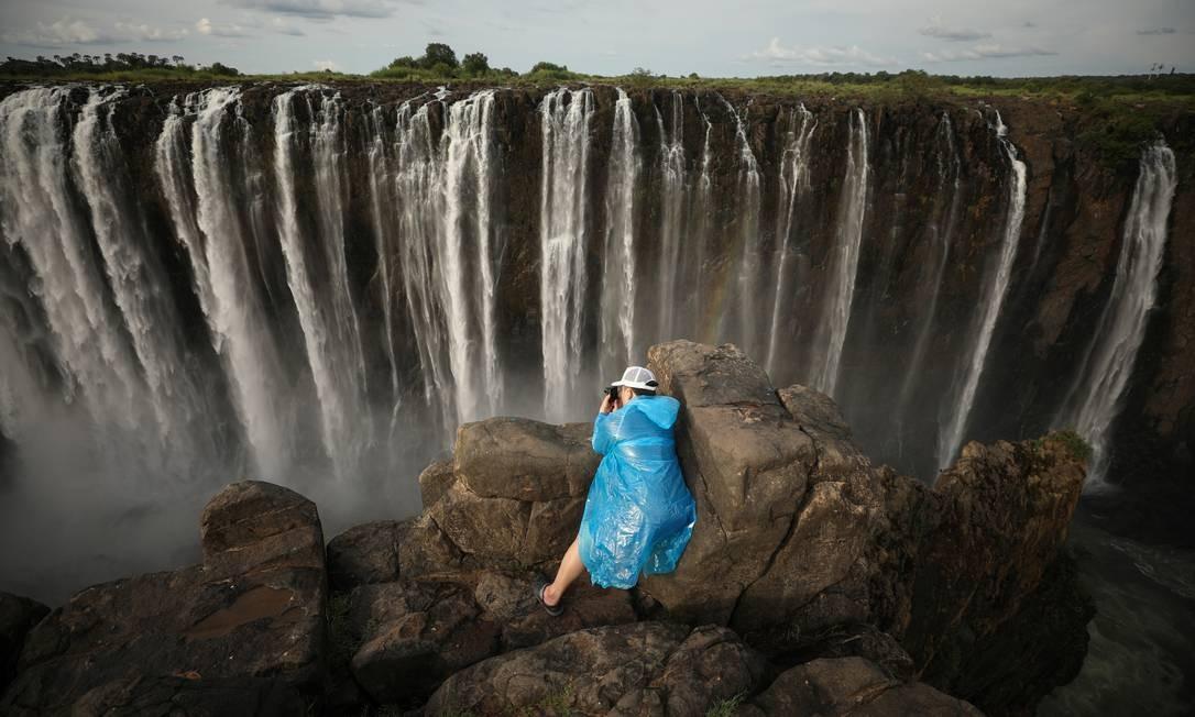 Foto feita no mesmo local em 17 de janeiro deste ano mostra a queda d'água com todo seu vigor Foto: MIKE HUTCHINGS / REUTERS