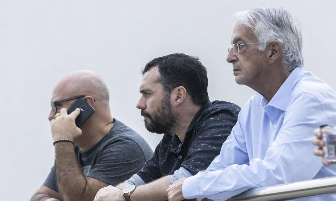 Relações estão cortadas; Parceria entre Mário Bittencourt (ao centro) e Celso Barros (á direita) foi rompida há um mês Foto: Lucas Merçon