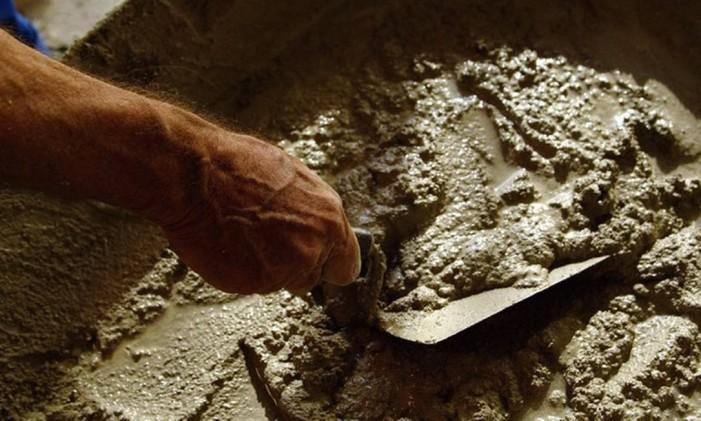 Maior fabricante de cimento do mundo espera levantar entre US$ 1 bilhao e US$ 1,5 bilhão com a venda das operações no Brasil. Foto: Simone Marinho/Agência O Globo