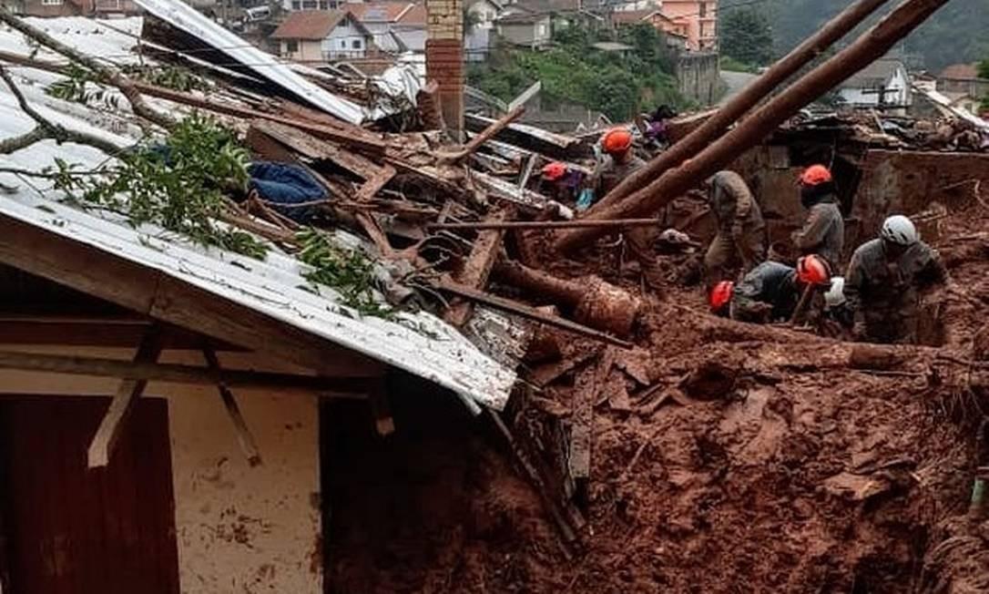 Três pessoas da mesma família morreram após deslizamento em Campos do Jordão (SP) Foto: Divulgação/Corpo de Bombeiros