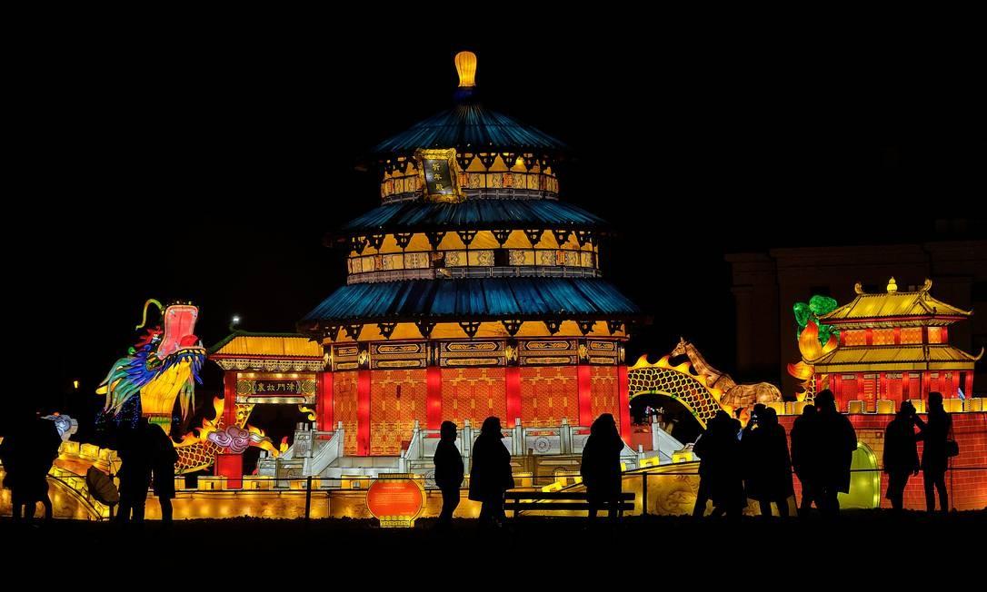 Festival de luzes das Grandes Lanternas da China acontece na Mansão Pakruojis, na Lituânia Foto: Ints Kalnins / Reuters