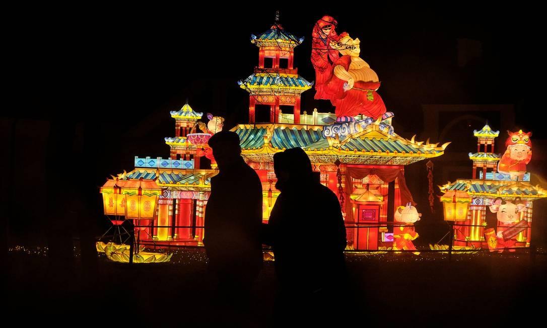Mansão Pakruojis, na Lituânia, conta com 30 instalações temáticas de iluminação Foto: Ints Kalnins / Reuters