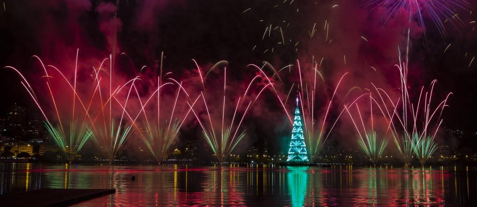 Árvore da Lagoa marca as comemorações do Natal na cidade Foto: Alexandre Cassiano / Agência O Globo