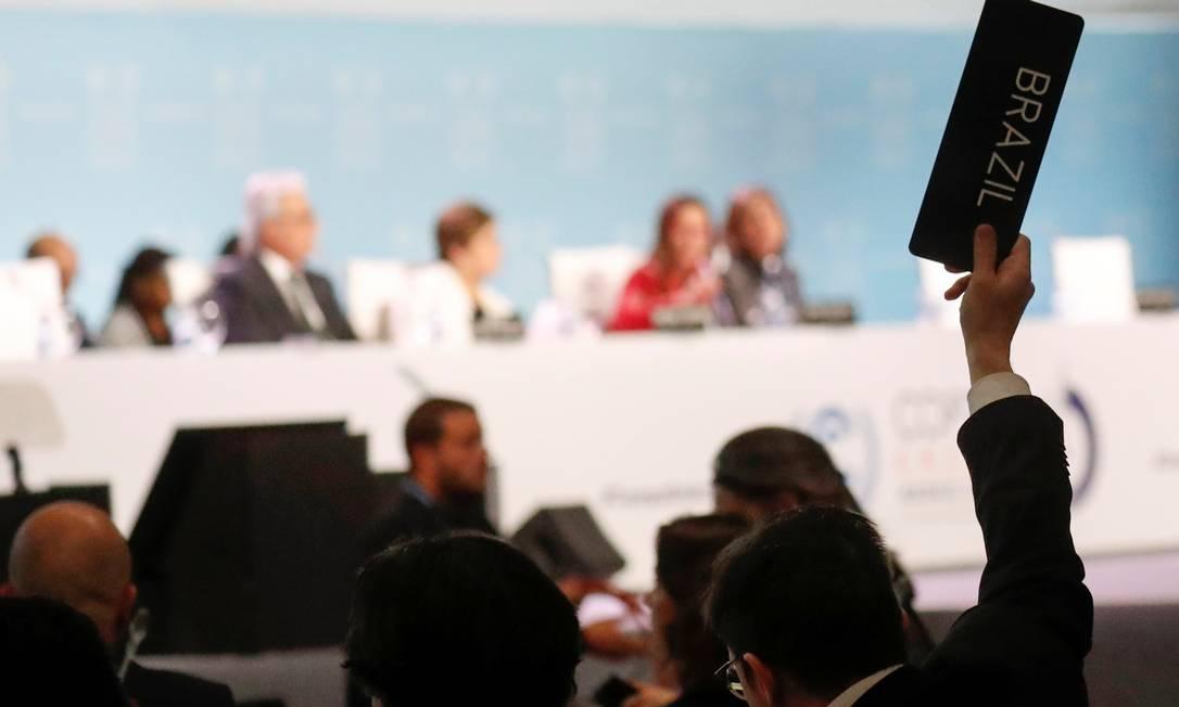 Membro da delegação brasileira durante as negociações deste domingo Foto: NACHO DOCE / REUTERS