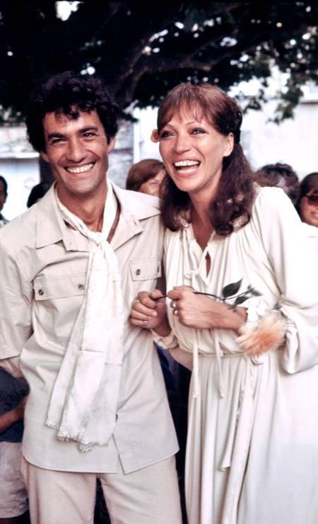 Anna Karina com o ator Daniel Duval durante o casamento dos dois, em julho de 1978 Foto: STRINGER / AFP