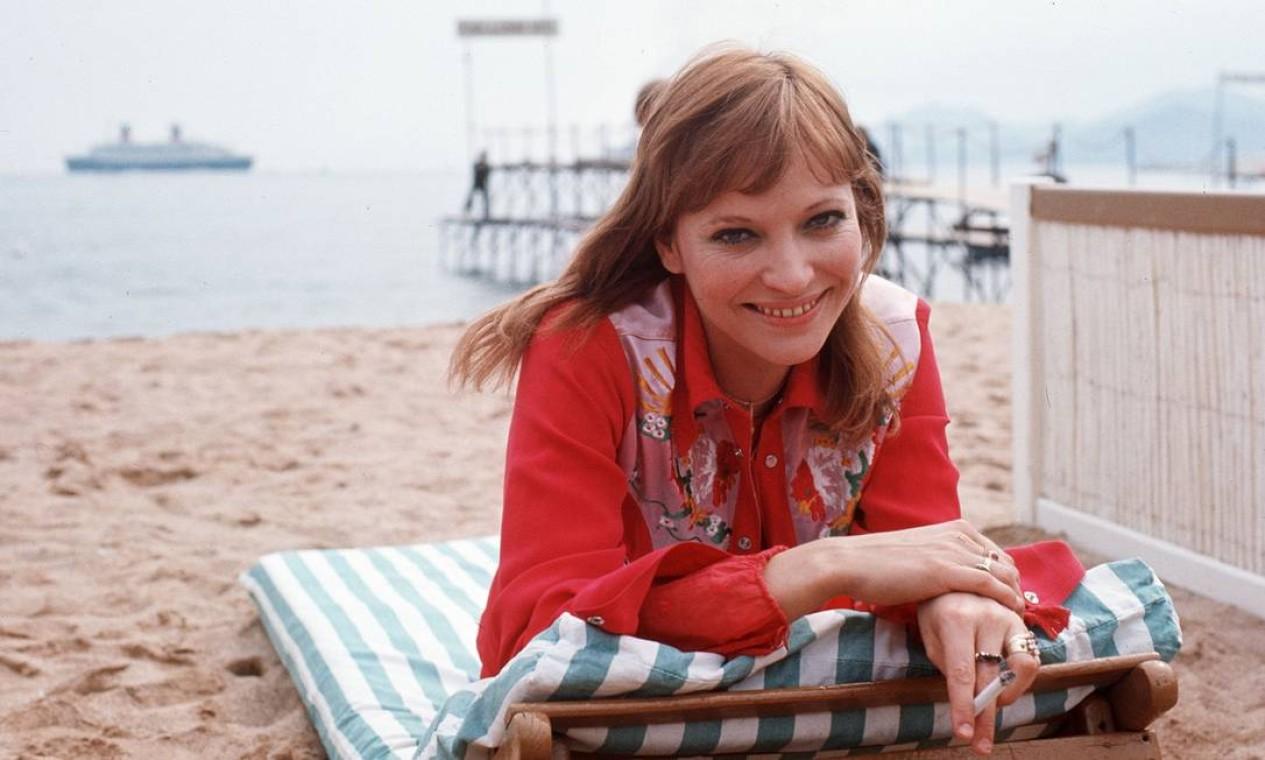 Em maio de 1973, Anna Karina descansa na praia durante o Festival de Cannes Foto: - / AFP
