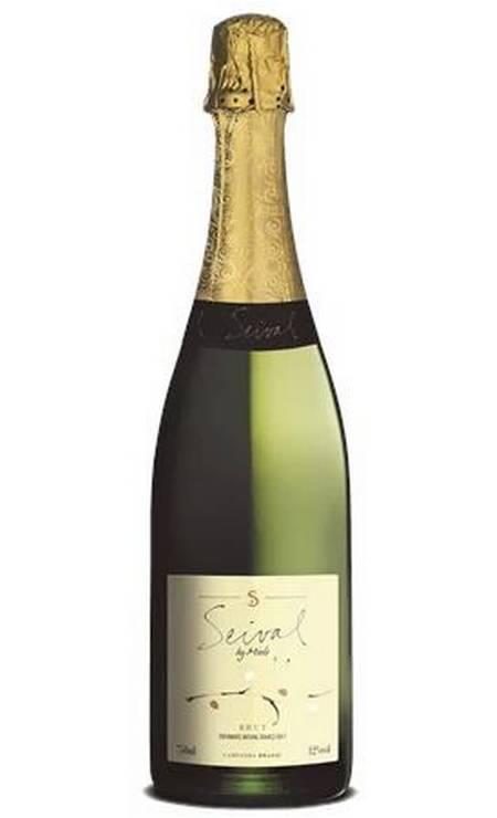 O Seival brut (R$42,90), da Miolo, é feito pelo método charmat com Chardonnay e Pinot Noir . Combina com bolinhos de bacalhau, saladas e carpaccio [Invinito https://loja.invinito.com.br] Foto: Divulgação
